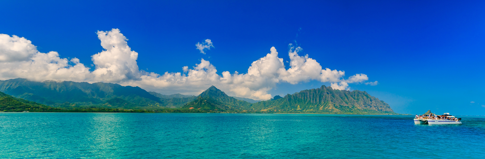 The stunning Ko'olau Mountains rising above the Kaneohe Bay