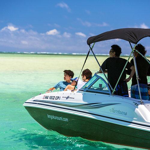 A luxury speedboat cruise through paradise
